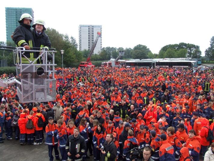 FW-LFVSH: EINLADUNG AN DIE MEDIEN: 4300 Jugendfeuerwehrleute im Hansa-Park - Ministerpräsident ehrt Ausbildungsbetriebe