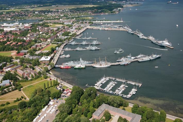 Bei der Marine wird's bunt - Mehr als 50 Marineschiffe aus zehn Nationen besuchen die Kieler Woche