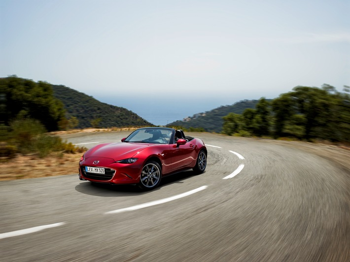 "Mazda MX-5 gewinnt sowohl ""2016 World Car of the Year"" als auch ""World Car Design of the Year"""