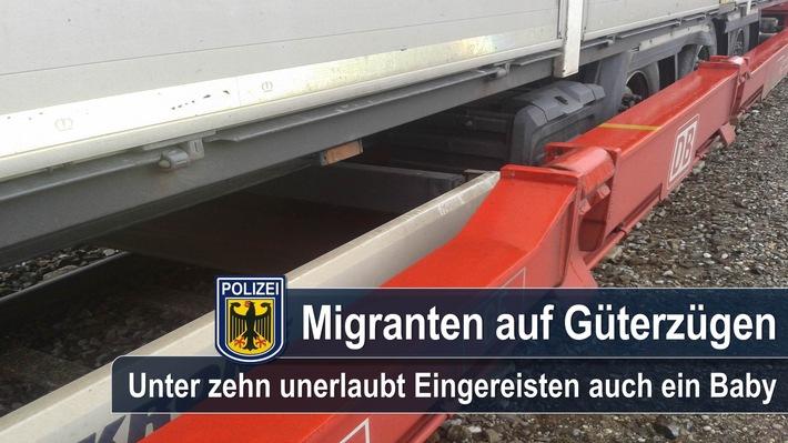 Unter zehn Migranten, die bereits am Freitag unerlaubt mit einem Güterzug in die Bundesrepublik eingereist waren, befand sich auch ein Kleinkind.