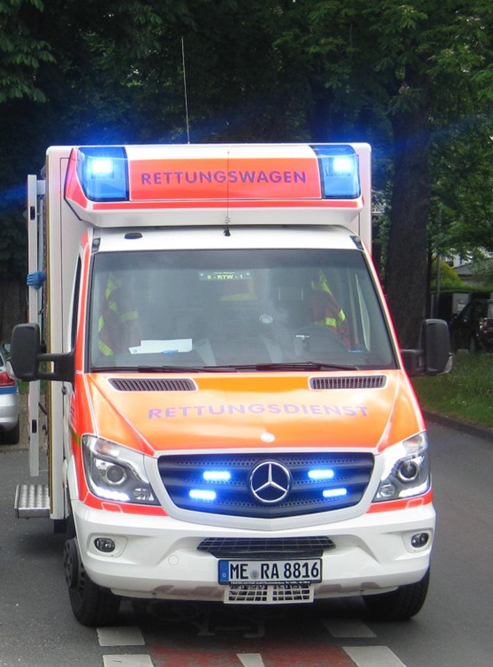 POL-ME: Verkehrsunfall mit vier Verletzten in einem Pkw - Velbert - 1706096
