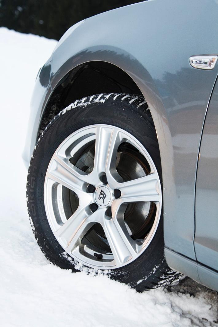 """Nokian-Winterreifen ist der Testsieger mit """"Sehr empfehlenswert"""" im Winterreifen-Test 2011 von """"sport auto"""" / Bestes Ergebnis auf Schnee mit 99 von 100 Punkten (mit Bild)"""