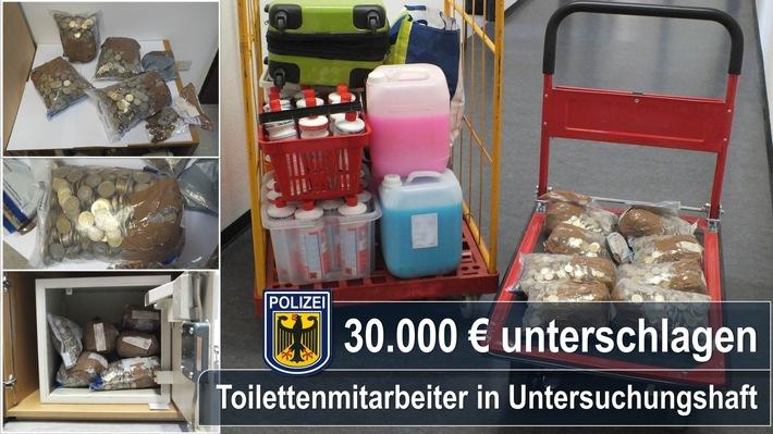 Mindestens 30.000 Euro unterschlugen zwei Toilettenmitarbeiter ihrem Arbeitgeber am Münchner Hauptbahnhof.