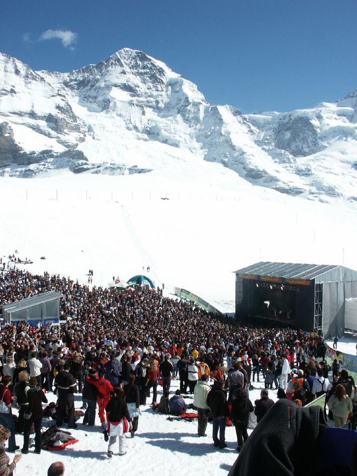 7. SnowpenAir-Konzert auf Kleine Scheidegg am 3. April 2004 mit Bryan Adams, Lovebugs und Aextra
