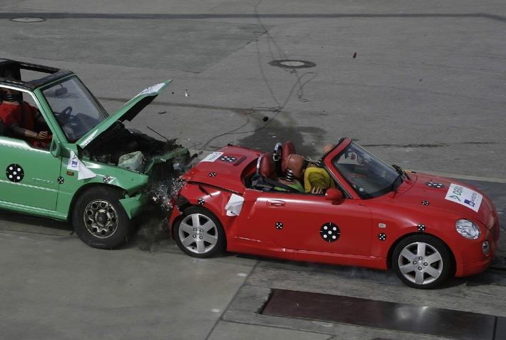"""Aktuelle Crashtests von DEKRA und AXA Winterthur in Wildhaus/Schweiz / """"Kleine Flitzer oben ohne"""" - Sicher unterwegs mit Kompakt-Cabrios?"""
