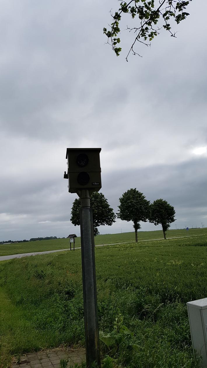POL-NB: Unbekannte entwenden Kamera aus stationärem Blitzer (Landkreis Vorpommern-Rügen)