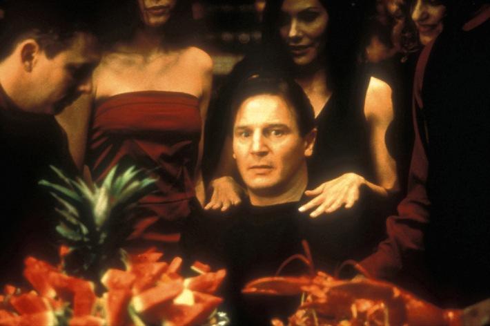 """Liam Neeson: """"Ich will noch mal den jungen Wilden raus lassen""""   TELE 5 zeigt den Star als Love Interest von Sandra Bullock in 'Ein Herz und eine Kanone' am 21. April um 20.15 Uhr."""