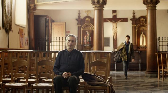 """Ein Kindermörder auf Bewährung im Kloster: Sky präsentiert die packende Dramaserie """"Public Enemy"""""""