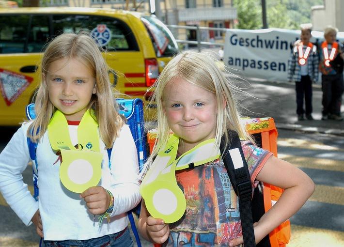 Schulanfang, Achtung Kinder! Der TCS bittet die Auto Fahrenden um besondere Vorsicht gegenüber Kindern