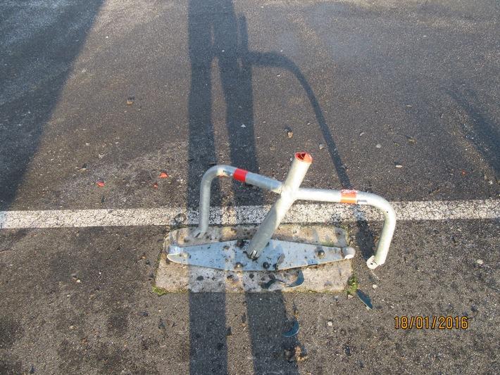 POL-HOL: Holzminden, Ernst-August-Straße: Unfallflucht aufgeklärt - Parkplatzsperre erheblich beschädigt -