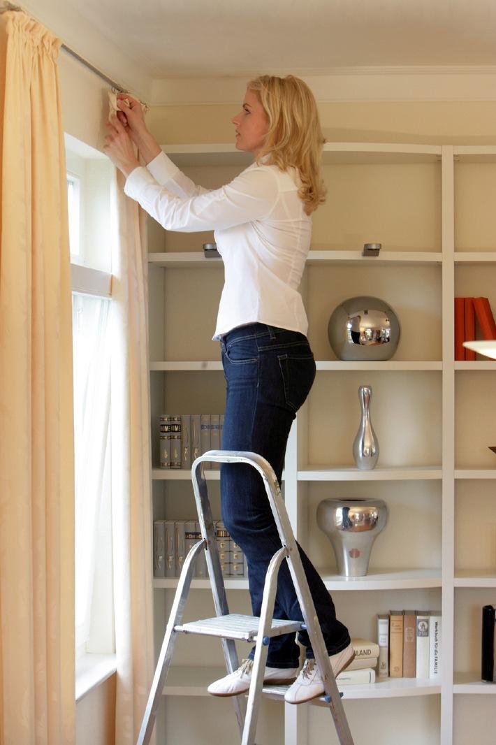 vorsicht beim fr hjahrsputz axa versicherung gibt tipps zum vermeiden von unf llen im haushalt. Black Bedroom Furniture Sets. Home Design Ideas