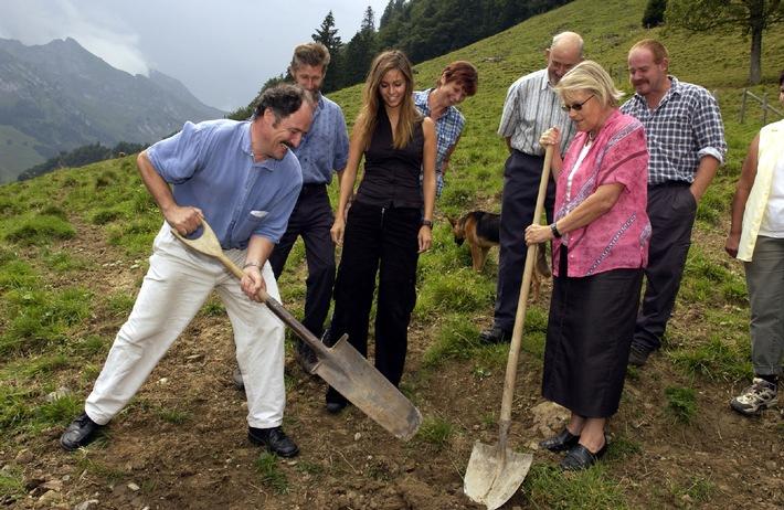 Coop-Patenschaft und Valser Mineralquellen AG starten nationale Hilfsaktion: Trinken Sie Valser Wasser, helfen Sie unseren Bergbauern in Wassernot und gewinnen Sie ein Geniesserwochenende zu zweit