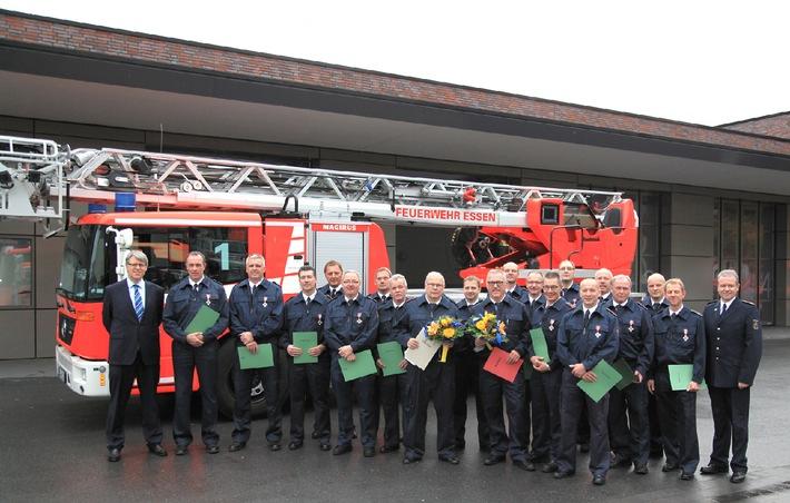 FW-E: Verleihung von Feuerwehr-Ehrenzeichen, Ehrung für 40 Jahre im Dienst der Stadt Essen
