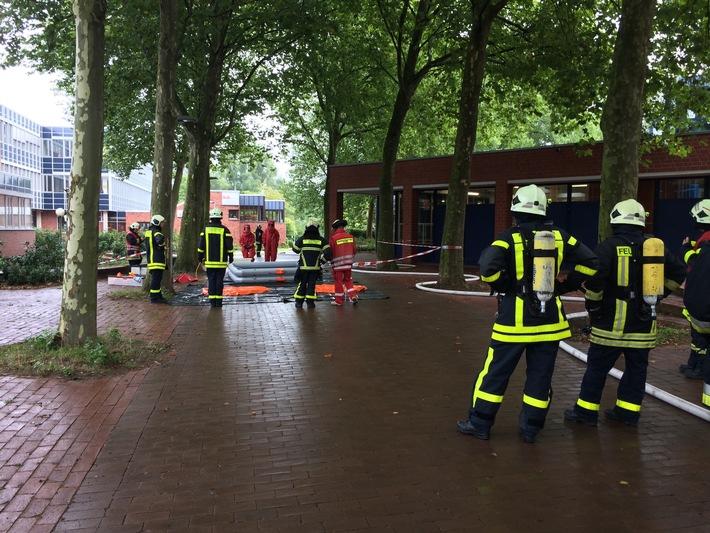 FW-Dorsten: Austritt von Chlorgas im Hallenbad am Wulfener Markt sorgte für aufwendigen Einsatz der Feuerwehr