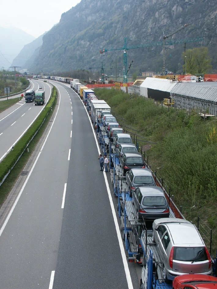 20 Jahre Alpenschutzartikel: ASTAG fordert Neuverhandlung des Landverkehrsabkommens und eine neue Verlagerungspolitik