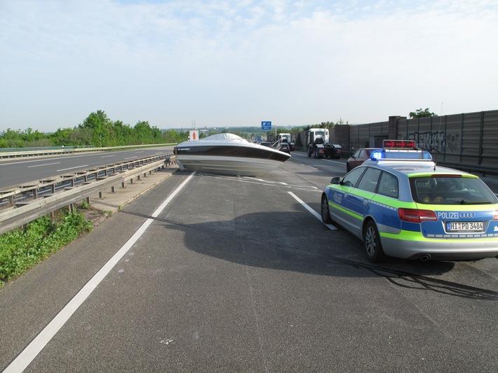POL-HI: Unfall mit Motorboot auf der BAB 7