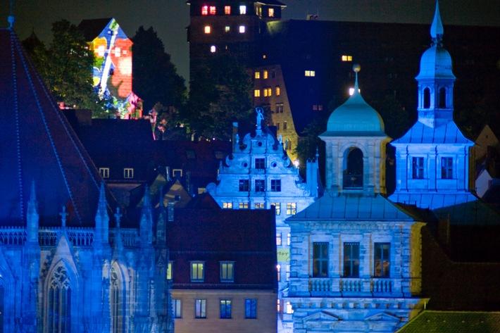 Nürnberg wird Blau / Freiheitsfackeln und Barrikaden bei der Kulturnacht