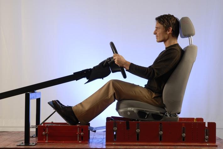 Wer richtig sitzt, bleibt länger fit / Optimale Lenkrad- und Sitzposition verbessern Reaktionsvermögen
