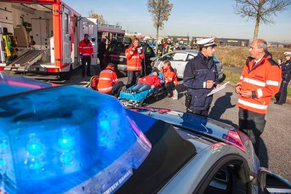 POL-REK: Motorrollerfahrer stößt gegen einen Funkstreifenwagen - Wesseling