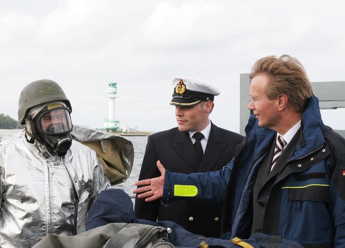 Deutsche Marine: Pressemeldung - CDU-Generalsekretär zu Besuch bei der Marine