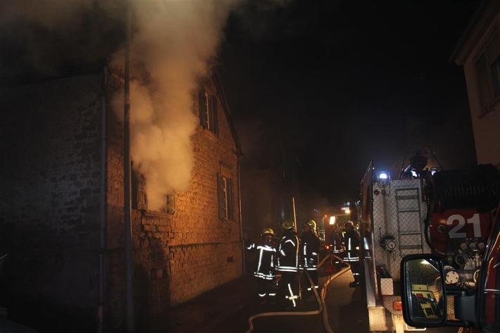 POL-PPWP: Wohnhausbrand mit mehreren Verletzten