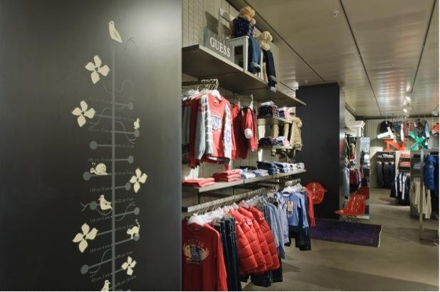 Communiqué de presse: Globus Genève : extension des compétences en matière de mode. Ouverture des rayons Mode mas-culine et Mode pour enfants après rénovation.
