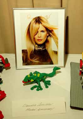 """Die LEGO Company fragt: """"Und was denkst du dir aus?"""" Claudia Schiffer, Sophia Loren und viele weitere internationale Berühmtheiten haben diese Frage beantwortet"""