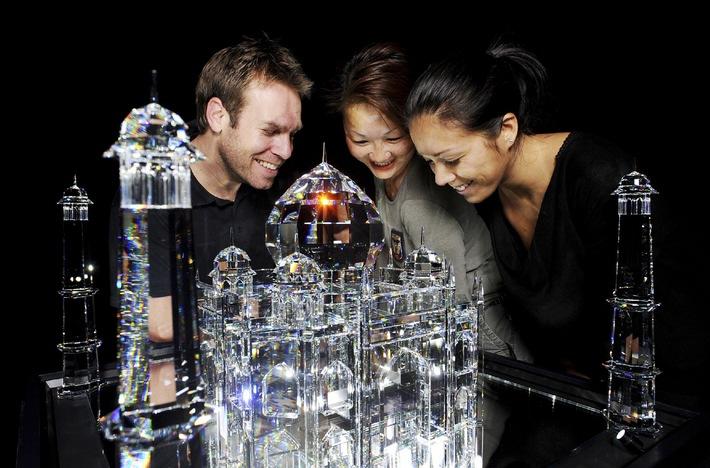 """BLUE NOSES: FAMOS - Überdimensional und rebellisch: Swarovski Kristallwelten zeigen sich """"FAMOS"""""""