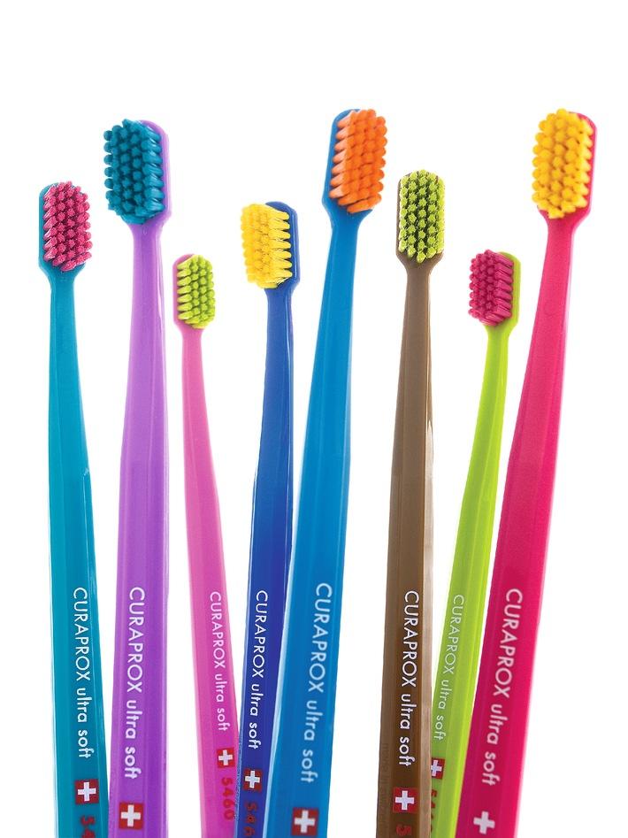 Seit 1979 unverändert: Die Curaprox-Zahnbürste ist jetzt in 36 Farben bestellbar