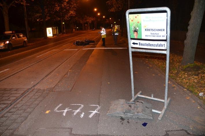 POL-H: Zeugenaufruf! Motorradfahrer bei Unfall leicht verletzt