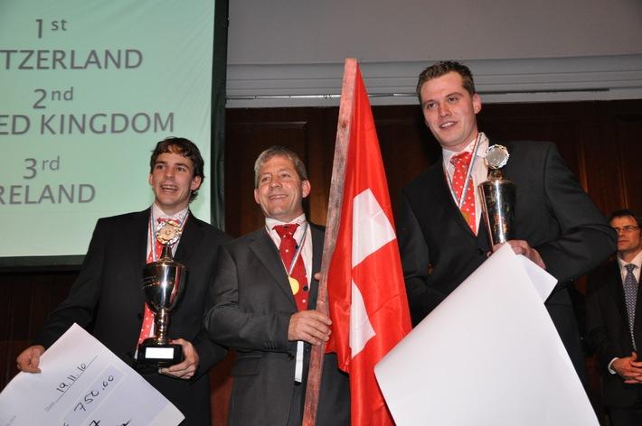 Schweizer-Team holt an der Berufs-Weltmeisterschaft in Belfast die Goldmedaille in der Kategorie Flachdachbau