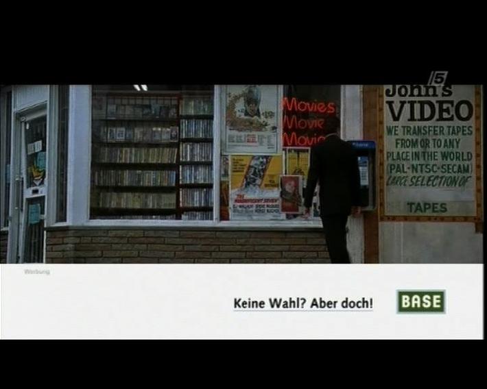 Wahlfreiheit On Air: BASE bewirbt erneut Kombi-Flatrate auf TELE 5 in markanten Spielfilmszenen (mit Bild)