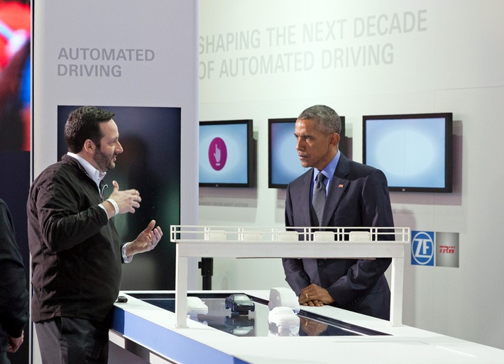 US-Präsident Obama besucht ZF-Stand auf der NAIAS in Detroit