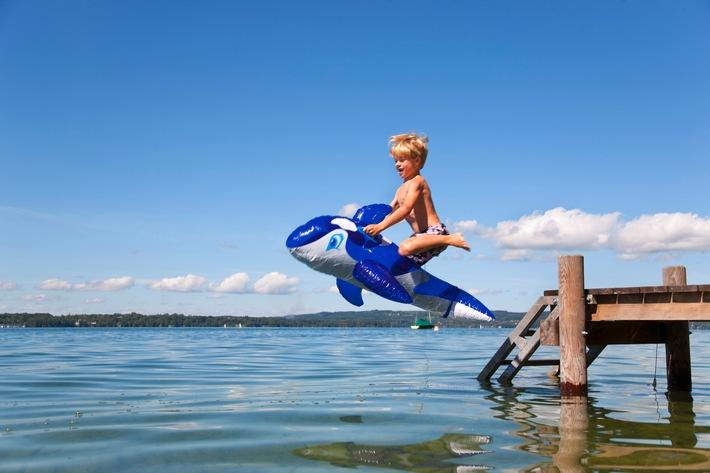Urlaubszeit ist Badezeit / Im Sommer treibt es viele Deutsche an Badegewässer / Diese bergen jedoch auch ein hohes Verletzungsrisiko / Die Deutsche Vermögensberatung AG gibt Sicherheitstipps