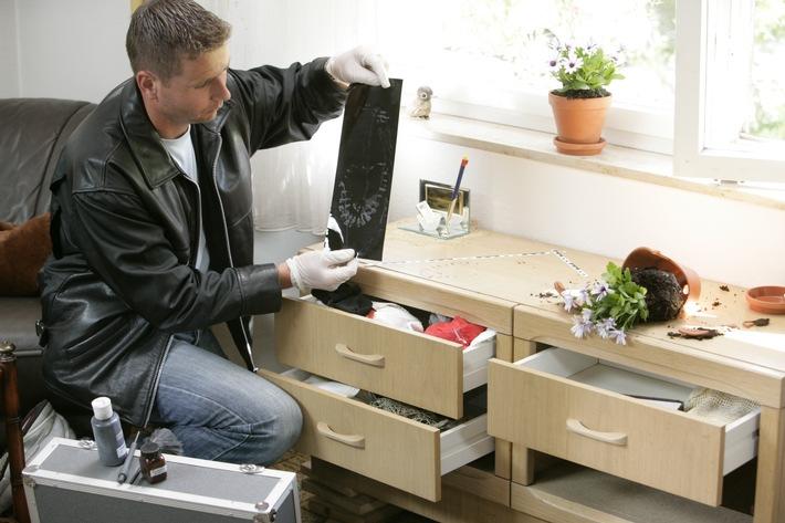 POL-PPTR: Einbrecher steigt über Terrassentür in Wohnung