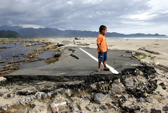 Zehn Jahre nach dem Tsunami: Hilfsorganisationen haben umfassende Lehren aus der Katastrophe gezogen / Bündnis Aktion Deutschland Hilft konnte mit Spendengeldern rund 3,5 Millionen Menschen helfen