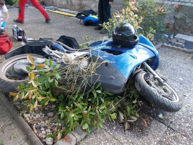 POL-PDLU: Heuchelheim bei Frankenthal - Motorradfahrer von Landstraße 453 abgekommen und schwer verletzt: