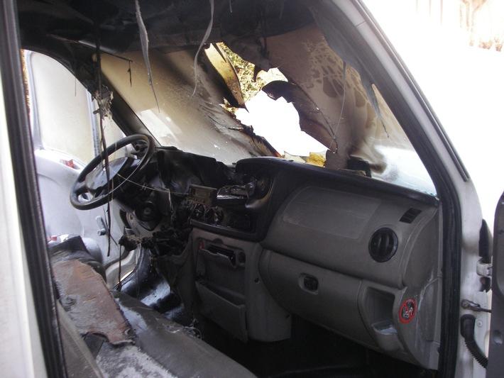 POL-DN: Kleintransporter brannte aus