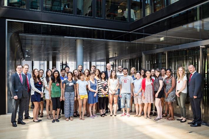 Cologne Summer School-Studenten besuchen Santander Unternehmenszentrale