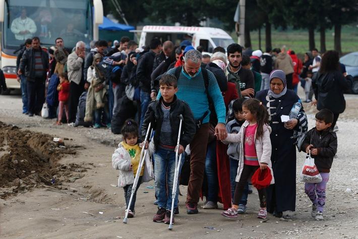 Flüchtlingskrise in Griechenland / Caritas erhöht Not- und Überlebenshilfe