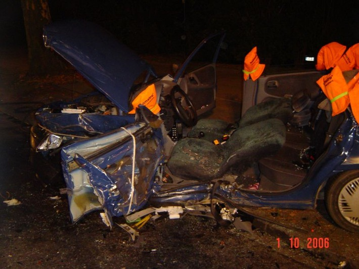 FW-E: Schwerer Verkehrsunfall mit vier Verletzten