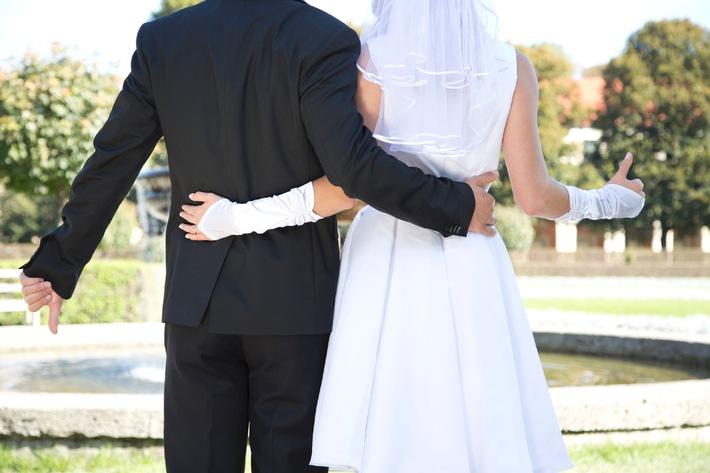 """""""Oh mein Gott, ich brauch' einen Schnaps!"""" Kandidatin Bea wird bei """"Hochzeit auf den ersten Blick"""" einen Unbekannten heiraten - am Sonntag, 16. November 2014, in SAT.1"""