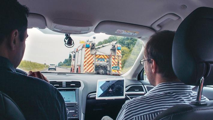 Neue Technologie von Ford hilft Fahrern beim frühzeitigen Lokalisieren von Einsatzfahrzeugen