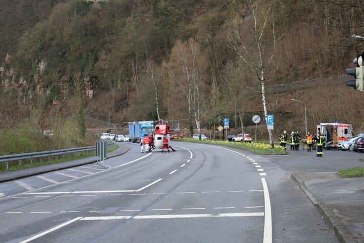 POL-DA: Neckarsteinach: Unfall auf der Bundesstraße 37 /  Rettungshubschrauber im Einsatz