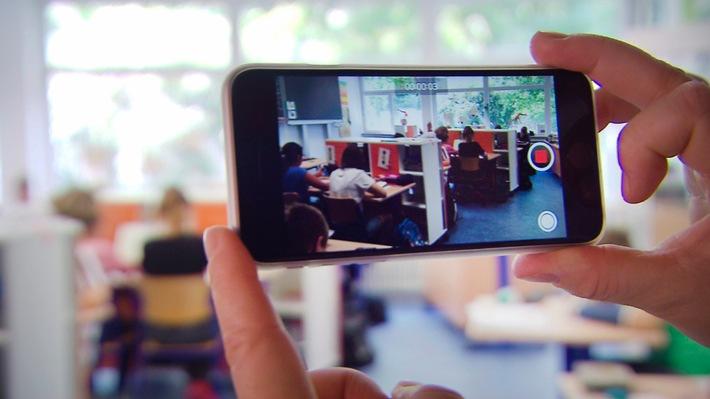 """""""betrifft: Smartphone: Wie ein kleines Ding uns im Griff hat"""" / SWR Dokumentation """"betrifft"""" am Mittwoch, 9. November 2016, 20:15 Uhr, SWR Fernsehen"""