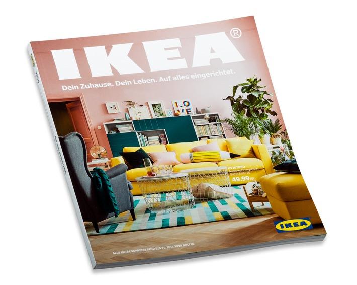 dein zuhause dein leben auf alles eingerichtet der ikea katalog 2018 r ckt das wohnzimmer in. Black Bedroom Furniture Sets. Home Design Ideas