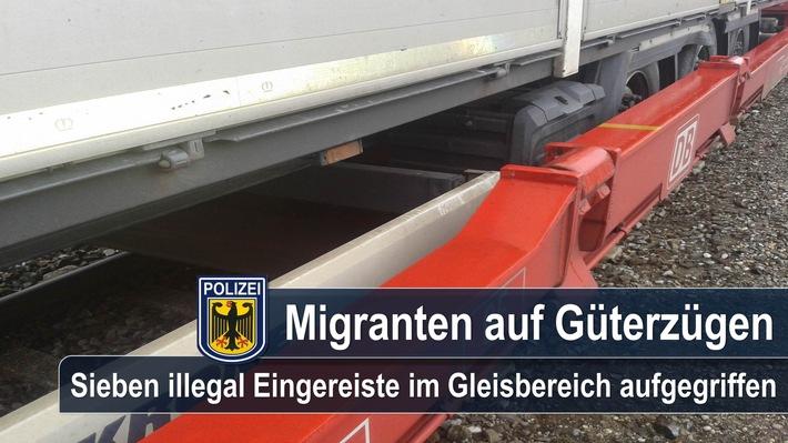 Sieben Migranten, die mit einem Güterzug aus Italien kommend, illegal in die Bundesrepublik einreisten, griff die Bundespolizei am Rangierbahnhof Nord bzw. am Güterbahnhof Ost auf.
