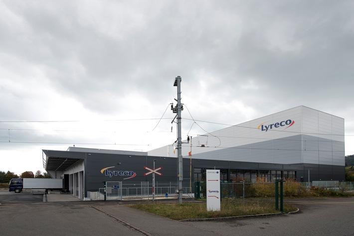 Lyreco Switzerland AG eröffnet Erweiterungsbau des Logistikzentrums in Dintikon / Kernstück ist ein «automatisches Behälterlager», in dem Kundenbestellungen noch schneller verarbeitet werden