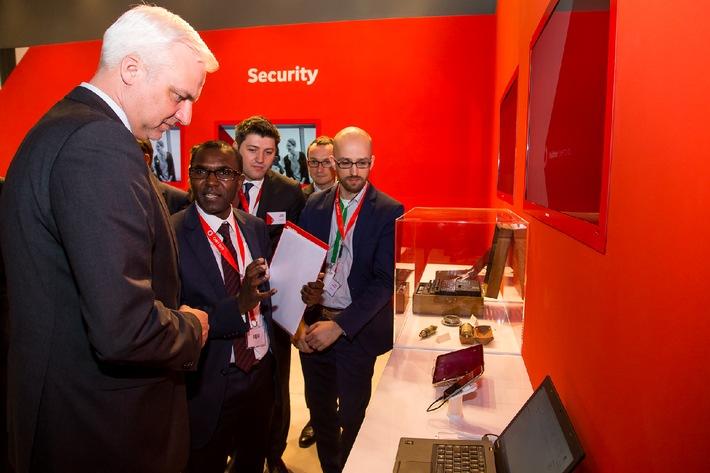 NRW Wirtschaftsminister Duin besucht Vodafone auf der CeBIT