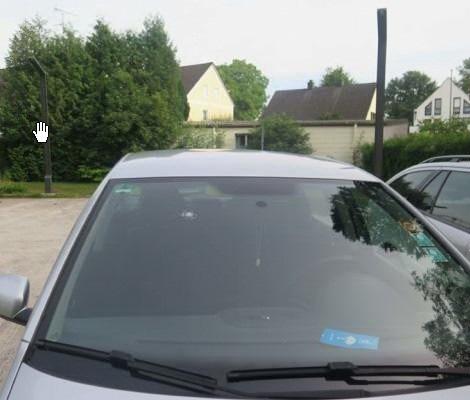 Beschädigte Windschutzscheibe am VW Polo des 18-jährigen Fahrzeiulenkers aus Schöngeising, Lkr. FFB.